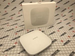 AJAX HUB / БІЛИЙ / централь охоронних безпровідних систем / макc.пристроїв - 100 / дальність зв'язку до 2000 м / термін роботи без живлення 15 год / колір білий