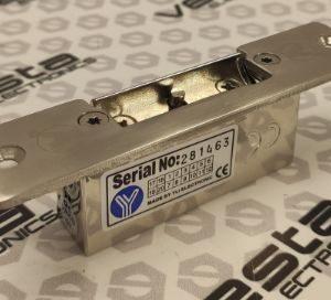 YLI YS-134NO/S / врізна електромеханічна клямка c короткою планкою / без живлення закрита / встановлюється на пвх